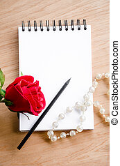 rose rouge, fleur, et, crayon, sur, vide, diary.