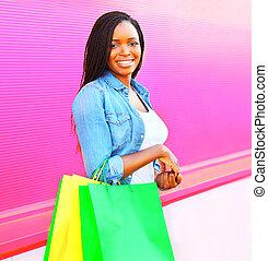 rose, sacs, achats femme, coloré, ville, sur, fond, africaine
