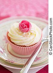 Rosebud cupcake