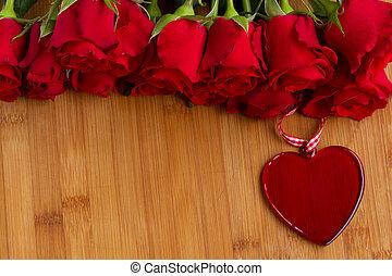 stockfoto von sch ne rosen rotes herz sch ne herz altes h lzern csp33346449. Black Bedroom Furniture Sets. Home Design Ideas