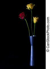 roses, jaune rouge, vase