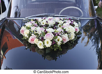 Roses on wedding car - Flower arrangement on an old car for ...