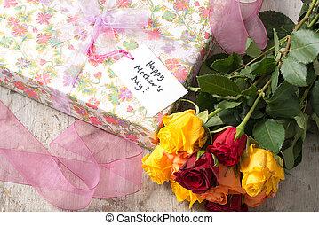 """roses, présent emballé, et, a, """"happy, mère, day"""", carte"""