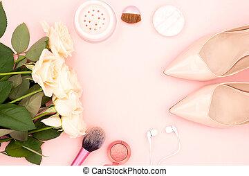 roses, produits de beauté, chaussures