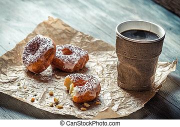 rosquillas, café, papel, primer plano, caliente
