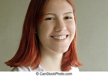 rosso, ragazza sorridente