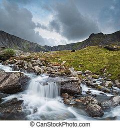 rosszkedvű, táj, kép, közül, folyó, folyó, lefelé, hegylánc,...