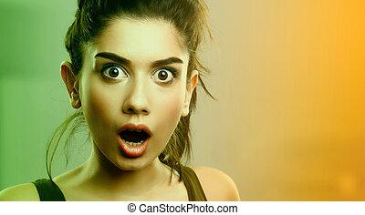 rosto, expressão, de, chocado, surpreendido, mulher jovem