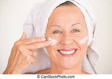 rosto mulher, maduras, pele, sorrindo, cuidado