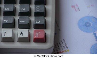 rotante, di, calcolatore, &, pc tavoletta, con, affari, grafico, grafico, su, tavola.