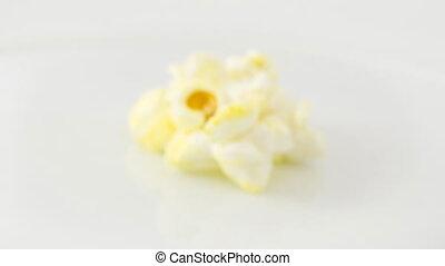 Rotating popcorn - Focusing into rotating popcorn, 4k