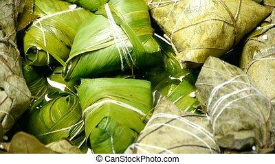 Rotation of rice dumplings of glutinous rice.