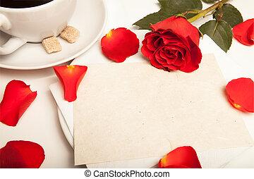 rote rose und blanko postkarte