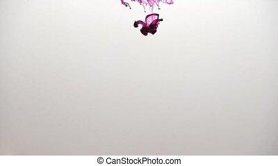 rote Tinte / red ink - Aufnahme von roter Tinte in Wasser....