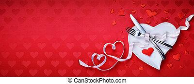 roter tisch, einstellung, besteck, mit, herz, dekoration, für, abendessen, valentinestag