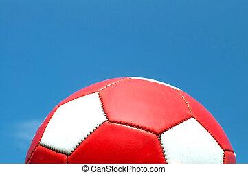 rotes , fußball ball, mit, weißes, punkte, gegen, a, blauer...