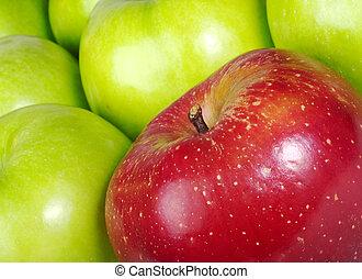 rotes , gefärbt, apfel, dazwischen, viele, grüne äpfel, (selective, fokus, nahaufnahme, tilted)