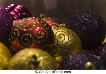 kugeln gold lila glitzer weihnachten rotes sch ne. Black Bedroom Furniture Sets. Home Design Ideas