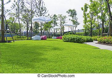 rotes , strauch, wartung, graue , kurve, schirm, glatt, fußweg, muster, weißes, guten, sand, pflastern, kleingarten, grün, beanbag, gras, unter, beton, vollenden, rasen, gewaschen, bäume, park