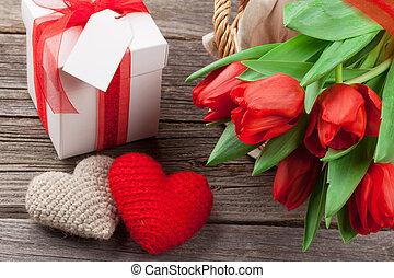 rotes , tulpen, geschenkschachtel, und, valentinestag, herzen