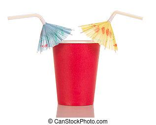 rotes , verfügbare tasse, mit, stroh, schirme, freigestellt, auf, white.