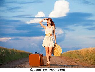 rothaarige, m�dchen, mit, koffer, an, outdoor.