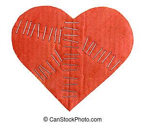 roto, cartón, corazón, con, grapas, aislado, blanco, plano de fondo