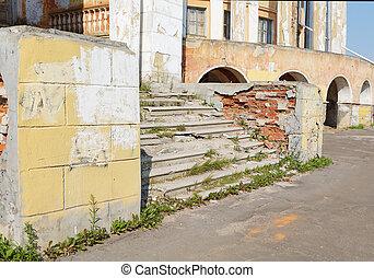 roto, escaleras, en, un, edificio viejo