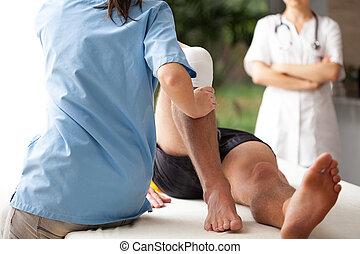 roto, rehabilitación, pierna