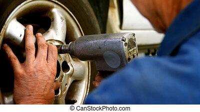 roue, 4k, serrage, mécanicien, boulon