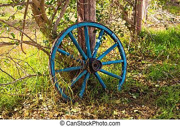 bois roue jardin roue grand vieux jardin ornament photographie de stock rechercher. Black Bedroom Furniture Sets. Home Design Ideas