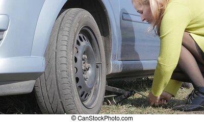 roue, femme, road., voiture, séduisant, 4k, rural, blond, essayer, changement
