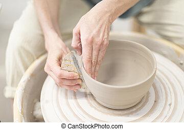roue poterie, femme, pot, mains, argile, marques
