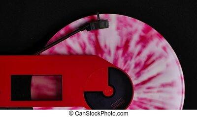 rouges, fin, club, tourner, platine, aiguille, stylus, coloré, vue, enregistrement, clair, entertainment., arrière-plan., lent, atmosphère, vinyle, moderne, sommet, haut., nuit, noir, motion.