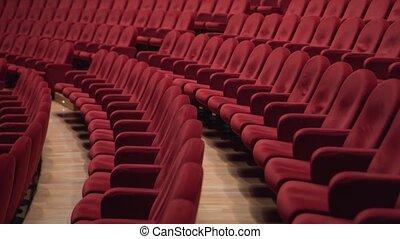rouges, lotissements, théâtre, chaises