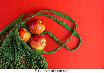 rouges, zéro, réutilisable, sac, frais, plastic., achats, ficelle, pommes, arrière-plan., gaspillage, non, concept., vert