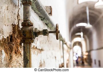 rouillé, conduites eau, de, vieux, prison.
