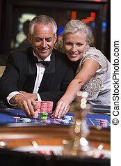 roulett, paar, kasino, focus), (selective, lächeln, spielende