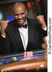 roulette, casino, enjôleur, focus), (selective, homme souriant