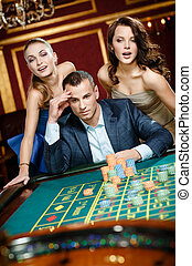roulette, casino, twee, man, spelend, vrouwen