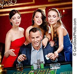 roulette, femmes, entouré, jeux, homme