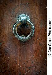 Round door knocker