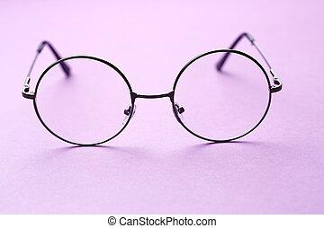 Round frame glasses with lenses