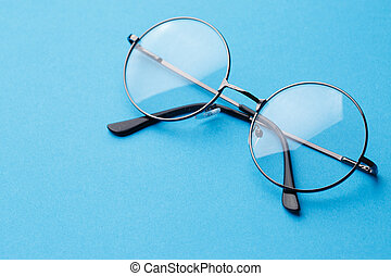 Round glasses with transparent lenses