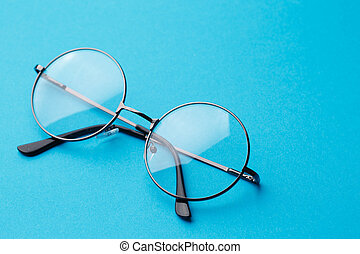 Round spectacles with transparent lenses