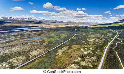 route, dans, norvège, montagnes, bleu, ciel, prise vue aérienne, depuis, bourdon