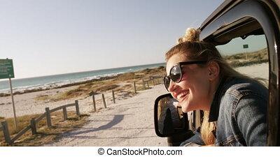 route, gratuite, femme, voyage, pendant, temps, apprécier