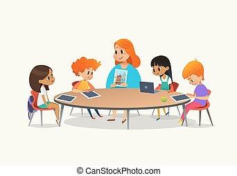 roux, enseignante, projection, image, à, enfants, séance, autour de, table ronde, à, classe, à, ordinateur portable, et, tablette, pc., gosses, utilisation, gadgets, pendant, leçon, à, primaire, school., coloré, vecteur, illustration.