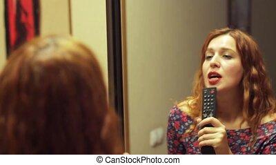 roux, sur, femme, chant, miroir