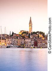 Rovinj, durante, histórico, Croácia, pôr do sol